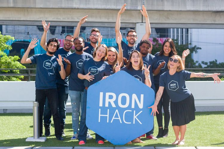 ironhack-students-group-outside-ironhacklogo-miami