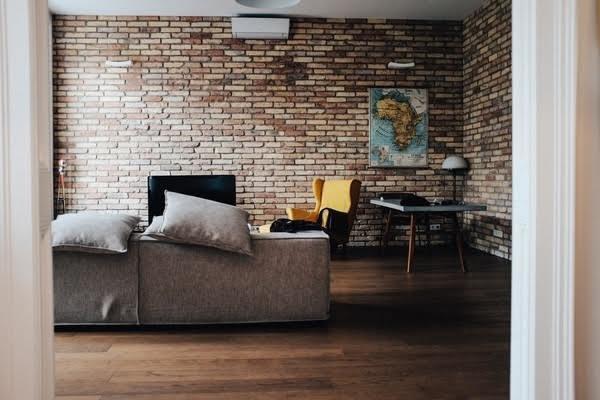 v-school-free-housing-living-room