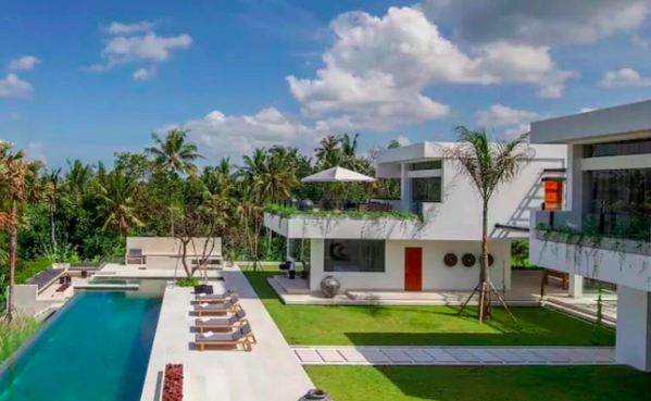 institute-of-code-student-housing-bali-villa-with-swimming-pool