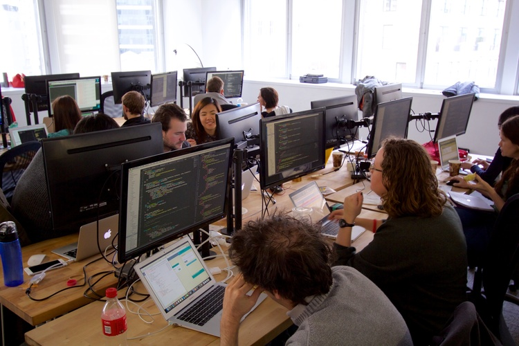 fullstack-academy-campus-computer-screens-and-students